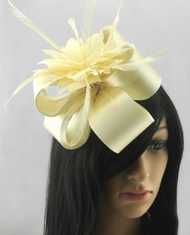 LSH00172 - Ivory Feather Fascinator on Comb